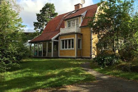 Room for 2 + 1 in shared villa - Stockholm - Villa