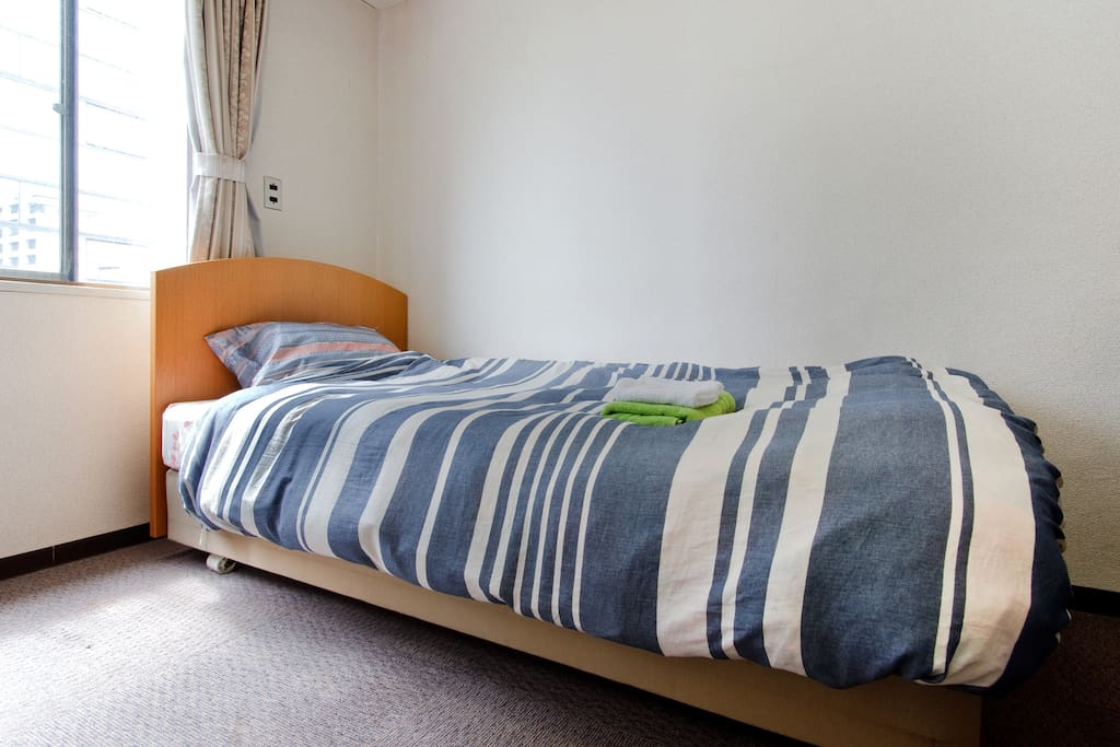 This room is one single bed.(Bed size 100 x 200 cm)