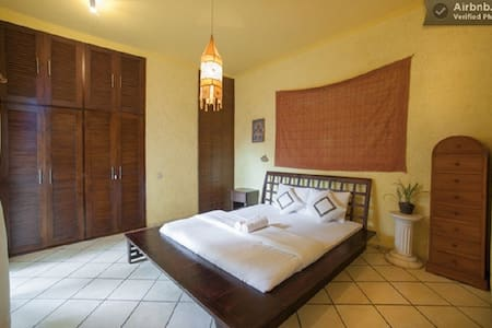 Room type: Entire home/apt Property type: Villa Accommodates: 10 Bedrooms: 5 Bathrooms: 5