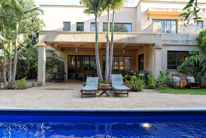 Room in Gorgeous Luxurious Villa + Pool + Garden - Tzoran-Kadima - Casa de campo
