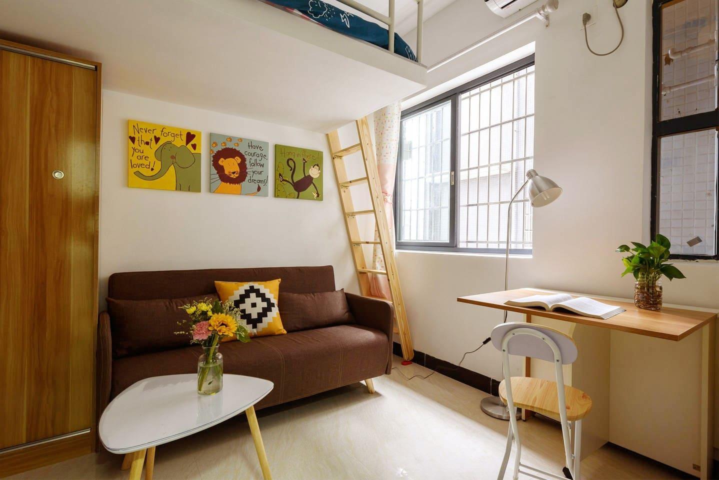 燕婷的房子是整套出租的公寓,面积不大,但非常温馨。