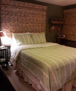 Nice Comfy Room w/ Private Bath - Elm Grove