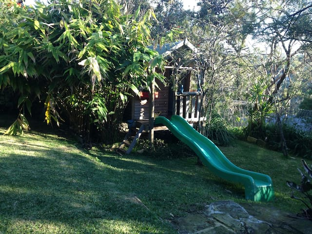 Fully fenced private backyard with peaceful outdoor setting. We have lots of outdoor toys to borrow and play with to make interacting with kids easy, relaxing and fun! The cubby house, complete with a telescope and mailbox and a play kitchen inside is sure to please!