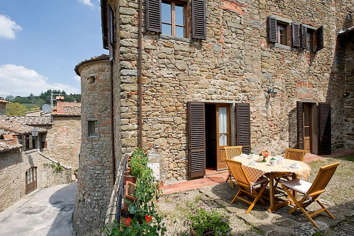Tower of Chianti Suites - Volpaia - Castillo