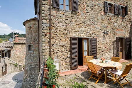 Tower of Chianti Suites - Volpaia - Castle