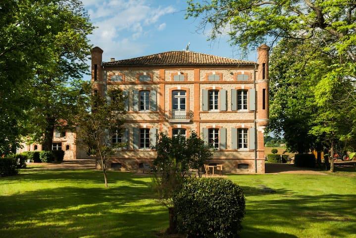 Maison pour 20 personnes & Spa - Marzens - Kasteel