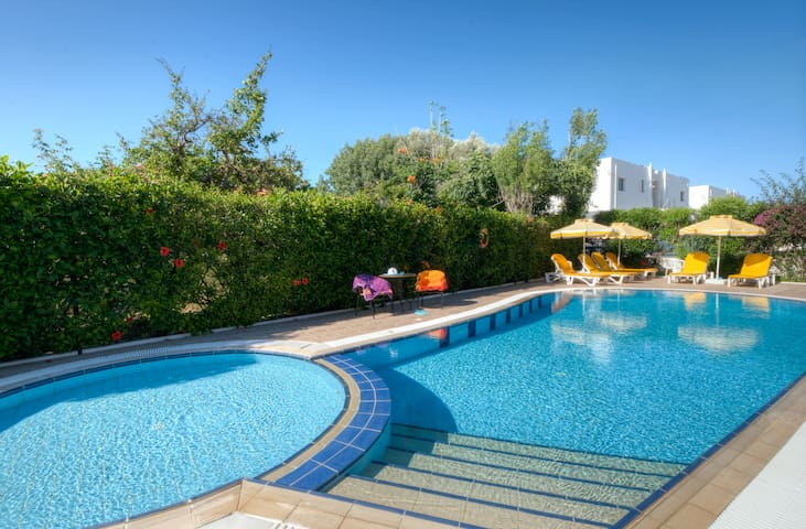 Cosy Apartment with pool -33- Ialisos - Ialysos - Daire