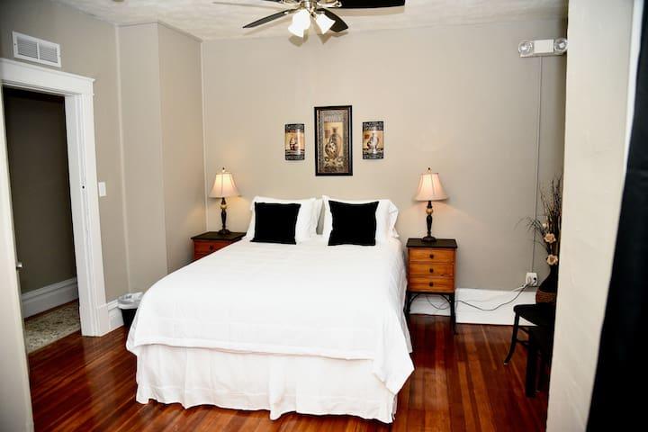 Bedroom #4 queen bed