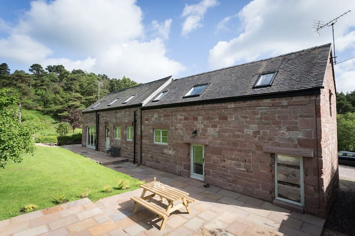 Lovely cottage at The Roaches, Peak District