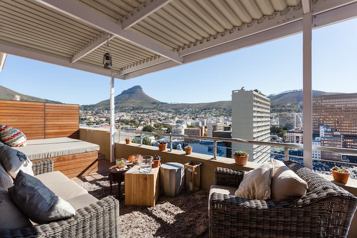 Central Cape Town Penthouse, Sea & Mountain Views!