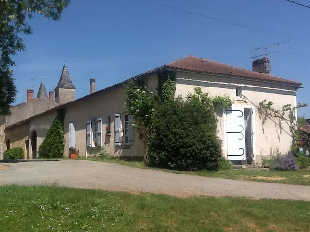 Cosy rustic house in 13c village - Montcabrier - Ev