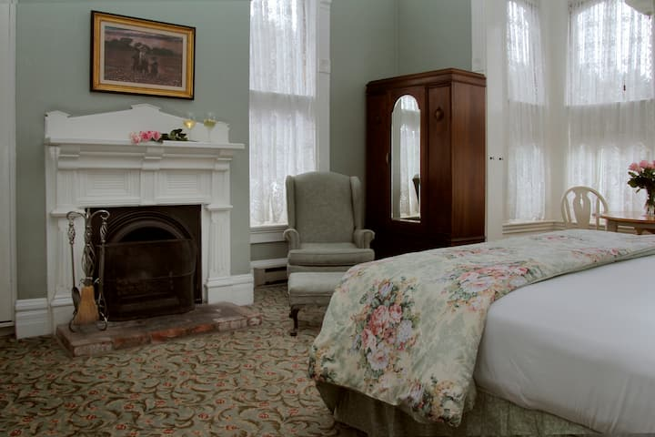 Brisa Room-204 - Victorian Inn