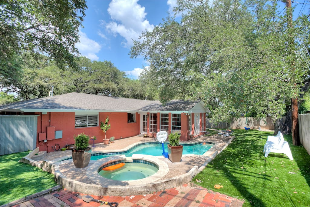 5 Bedroom Home W A Putting Green Pool Austin Tx Houses For Rent In Austin Texas United States