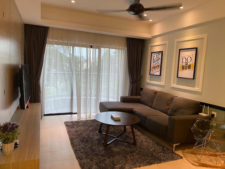 New 3 Bedrooms 10 PAX Modern Luxury Condo高级豪华温暖之家