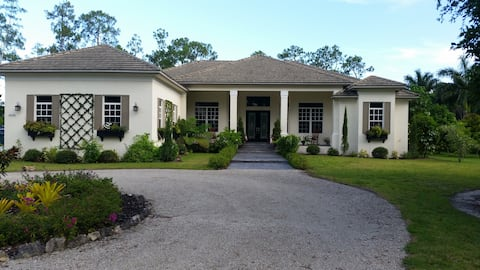 Private Studio in Paradise! Near I-75 and Beaches