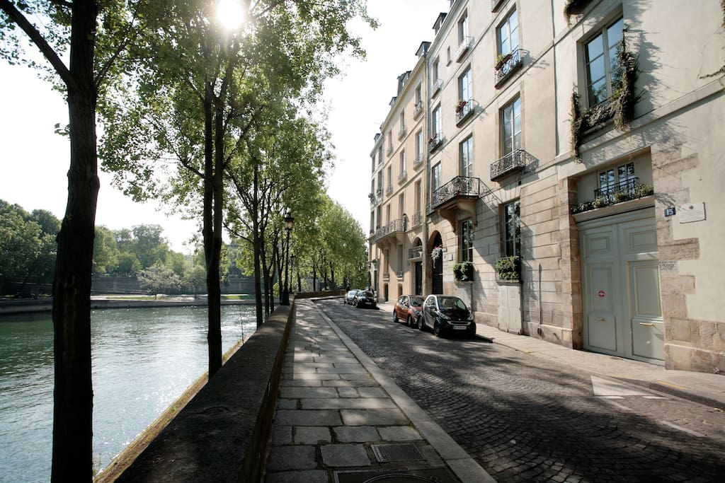 Street view, Seine River