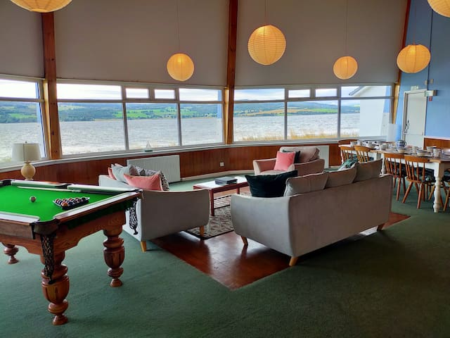 Spacious sea view home 5 miles from Inverness