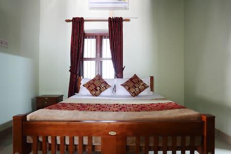 Lake County Heritage Home - Heritage Room - Kochi