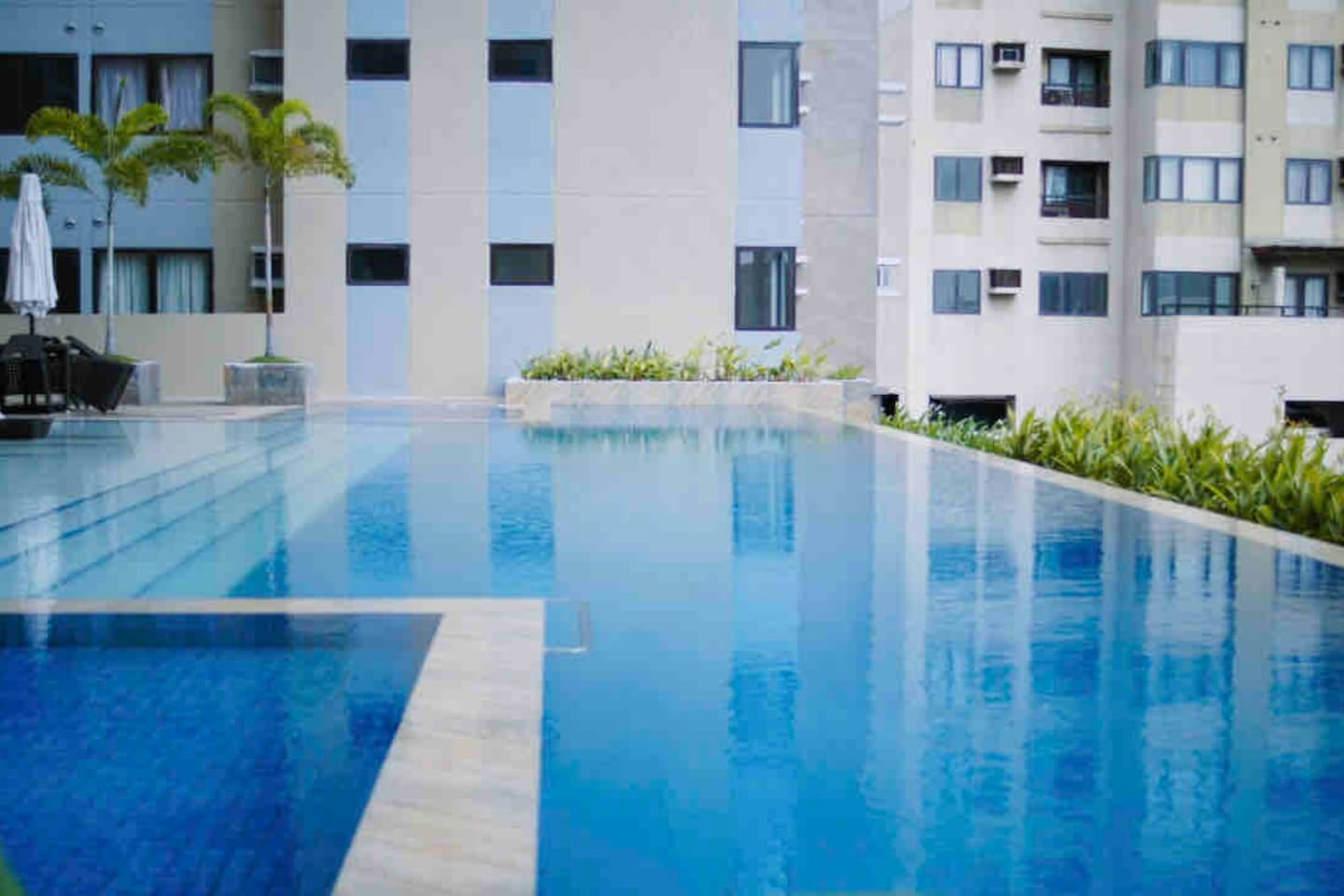 Infinito pool Located @ 6th floor same level of my unit.