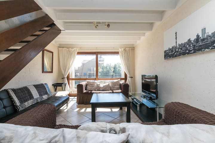 Cosy Loft with Fiber and Netflix near Montecasino
