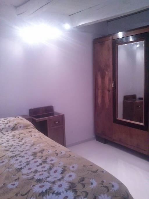 Camera da letto piccola, senza finestra