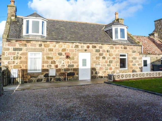 COASTAL COTTAGE, pet friendly in Fraserburgh, Ref 951822
