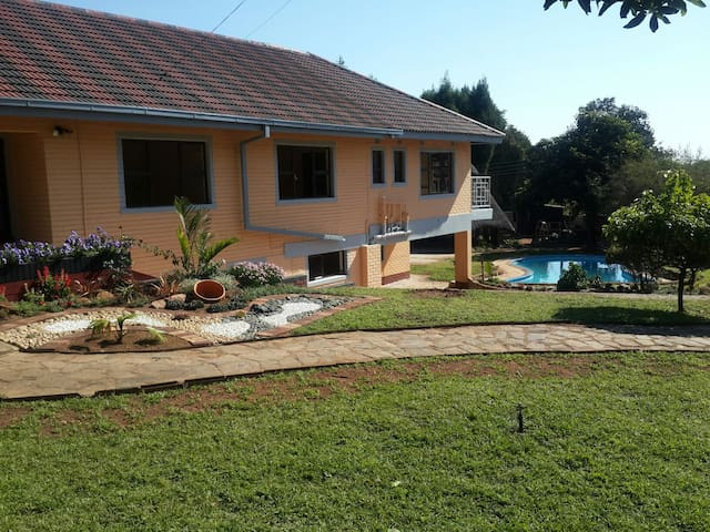 Luxuries modern up market GUEST HSE - Harare - Bed & Breakfast