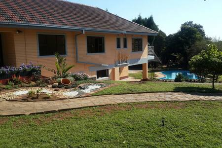 Luxuries modern up market GUEST HSE - Harare - Szoba reggelivel