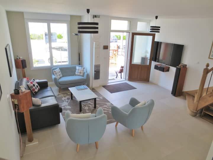 Spacieuse maison neuve, lumineuse et confortable