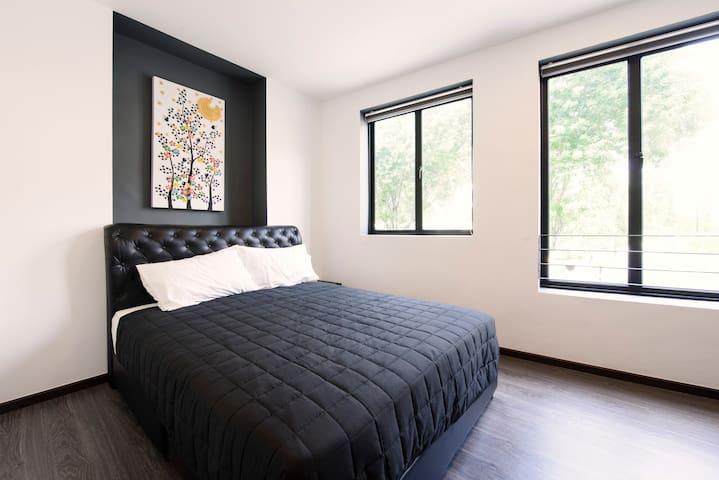 Black & White Studio 3 - Singapore - House