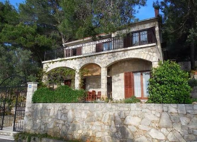 Amazing stone villa,3m/9ft from the beach and sea!