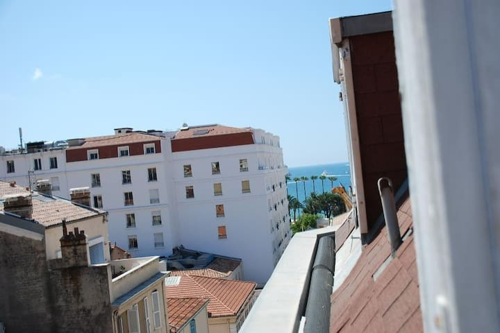 100 METERS FROM PALAIS DES FESTIVALS AND CROISETTE