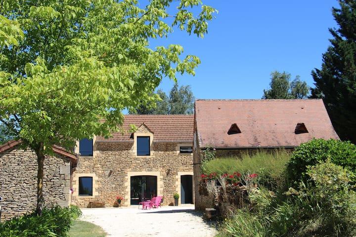 Très belle maison au coeur du Périgord noir - Saint-Geniès - Hus