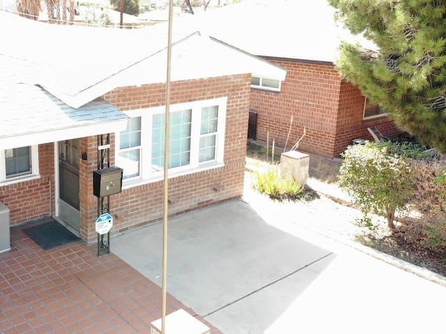 Private, Convenient In-Law Suite Heart of Phoenix