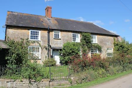 Moorbath Farmhouse - Bridport - House