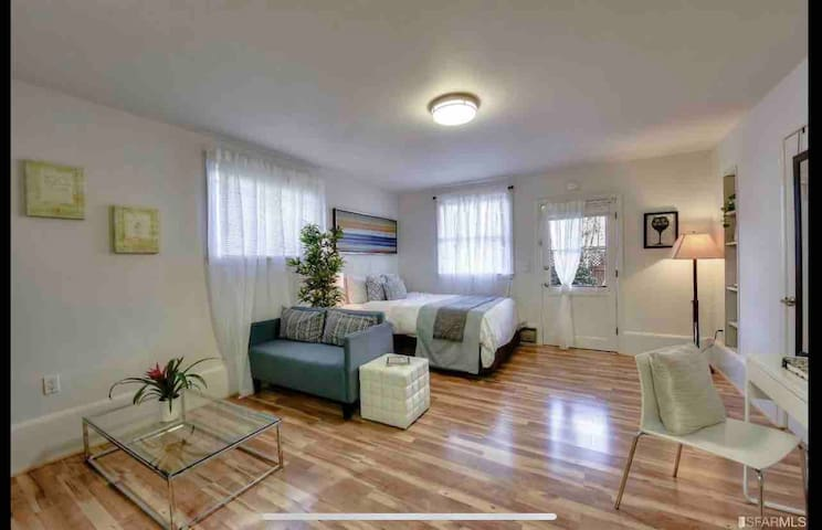 Private charming studio by Golden Gate Park