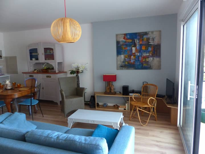 Bel Appartement Tout Confort Terrasse Couverte, au Coeur de Carnac-Bourg-D196