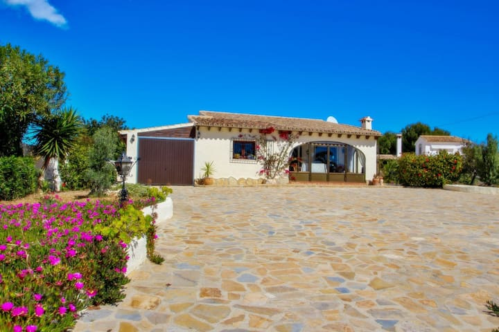 Nitike - holiday home with private swimming pool in Moraira