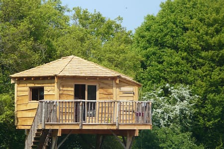 Treehouse near Guedelon & Saint Far - Batilly-en-Puisaye - บ้านต้นไม้