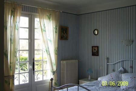 habitacion en casa grande - Labatut