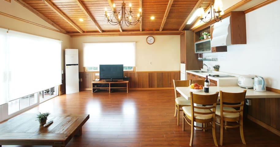 UTS Village Royal Suite// Aewoleub.