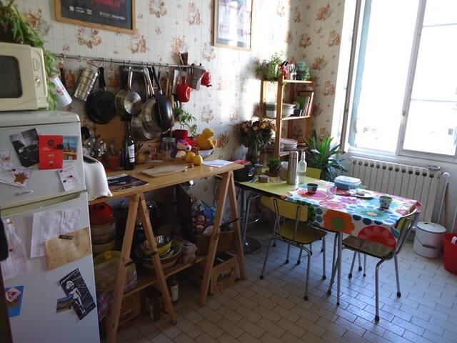 chambre à Lyon la Guillotière - Lyon - Apartment
