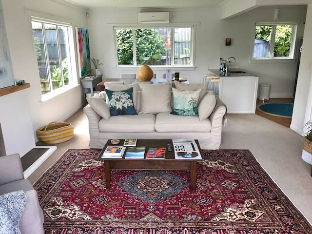 Home on Cutfield - Top location - New Plymouth - Talo