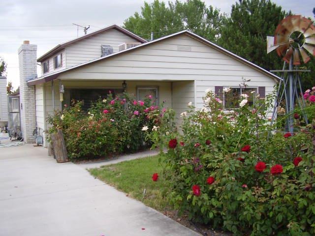 Cozy Farmhouse Suite Near Downtown Provo