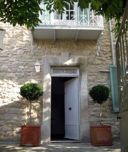 Maison Noel . Old village house - Lagnes