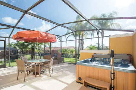 3 bed/2.5 bath & hot tub by Disney - Kissimmee