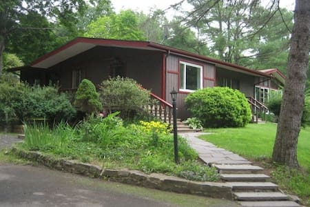 Private quiet home on 3 acres - Bearsville