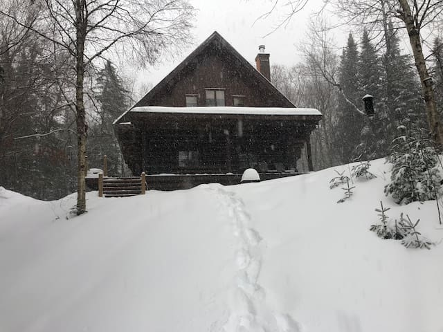 TREMBLANT NEAR BY PARADISE VIEWS BEAUTIFUL COTTAGE