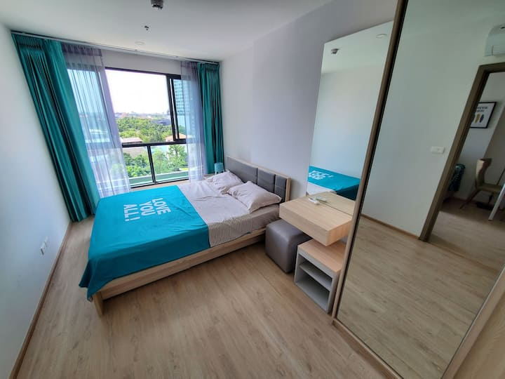 Ideo O2 曼谷bangna区 一室一厅一厨一卫 三万平森林轻氧公寓 超大网红打卡泳池等多项设施