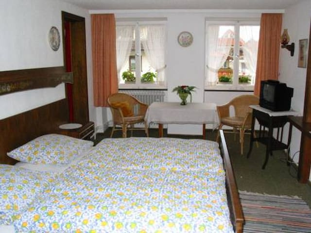 Pension Kaiserhaus, (Ühlingen-Birkendorf), Doppelzimmer 3 mit Dusche/WC und Balkon